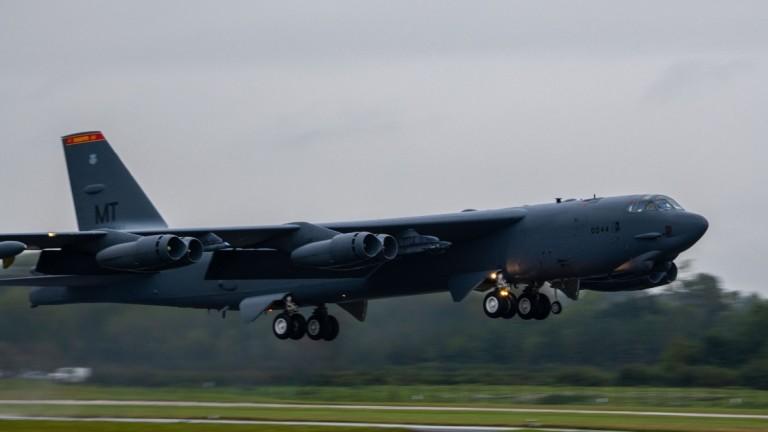 НАТО с предупреждение към Русия: Отбраняваме небето на съюзниците денонощно
