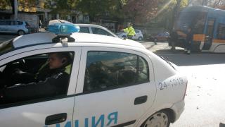 Шофьор блъсна майка с две деца на тротоар и избяга