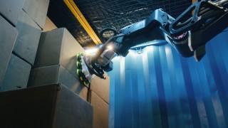 Този робот може да замени изцяло складовите работници