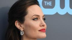С кого обикаля Париж Анджелина Джоли