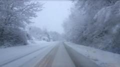 В 20 области вали сняг, ограничения по магистралите и проходите