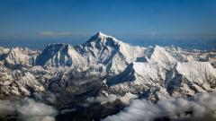 Чистят Еверест от боклуци