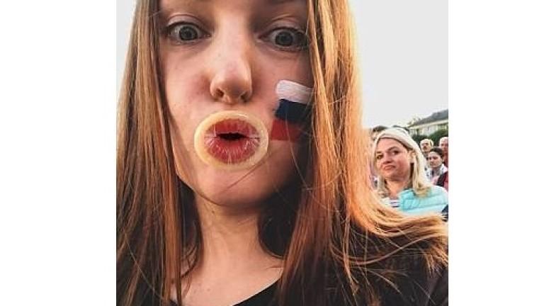 Руски блогър: Нашите момичета се държат като к***и с чужденците
