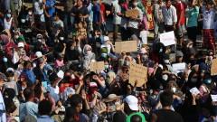 Гръцката полиция използва сълзотворен газ по мигранти на Лесбос