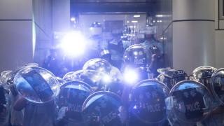 Хонконг прибягва до извънредна заповед за първи път от 50 г., за да забрани маските