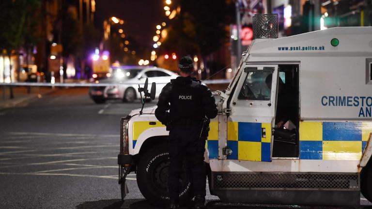 Удариха с граната патрулка в Белфаст