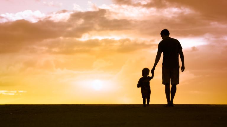 Физическата игра с бащата помага на детето да контролира емоциите си
