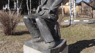Откраднаха бронзова статуя на Майстора