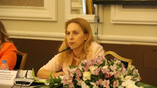 Николова предложила мярката 80/20 за туризма да се удължи до май 2021 г.