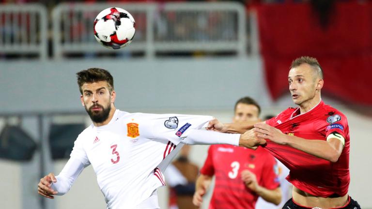 Защитникът на Барселона Жерар Пище обмисля да се завърне в