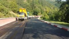 Преасфалтираха злополучния участък от пътя Своге - София