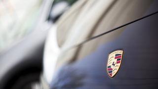 Най-голямата винтидж колекция на Porsche в Америка е повредена от експлозия