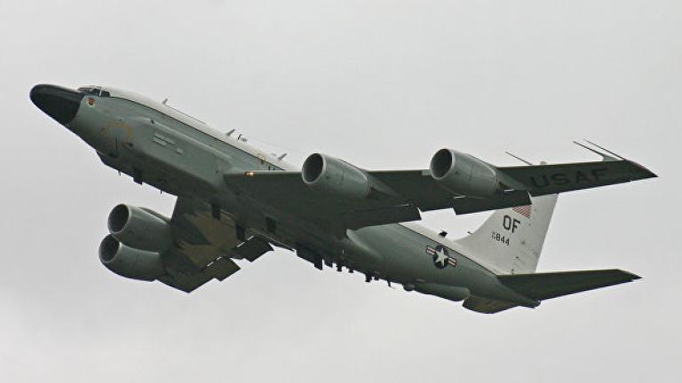 """Разузнавателен самолет на САЩ """"слухти"""" около границите на Крим"""