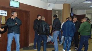 """Съдът в Пловдив решава мерки за неотклонение """"под обсада"""" на митничари"""
