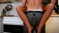 Австралийка изгори мъжкото достойнство на гаджето си с маша за коса
