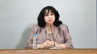 Петкова отвратена от думите на Цветанов: Не съм зависима от Русия
