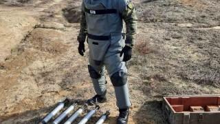 Военни унищожиха 5 реактивни снаряда в частен имот във Видин