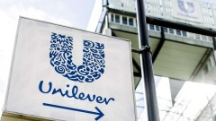 Unilever, която притежава Dove, купува още една козметична марка