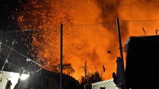 Мигранти подпалиха лагера си на гръцкия остров Самос, полицията ги спря от вендета