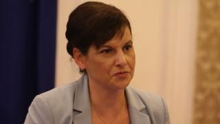 Дариткова посъветва БСП за корупция да гледа в редиците си