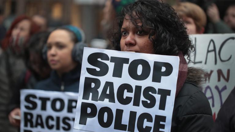 Полицията влезе в сблъсъци с демонстранти в събота вечерта в