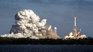 Space X успешно изстреля най-голямото транспортно средство