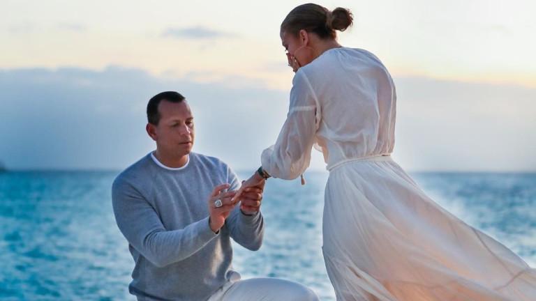Дженифър Лопес и Алекс Родригес се сгодиха преди около месец.