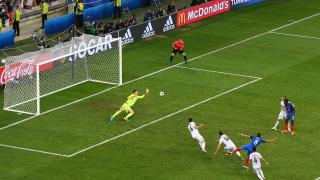 Франция мина през албанския ад, но стигна до осминафиналите!