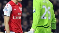 Робин ван Перси ще тренира млад български футболист