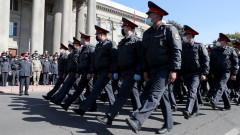 Армията и полицията в Киргизстан призоваха политиците да се разберат и да върнат законноста