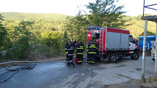 Пламнала кола с газова уредба вдигна на крак бургаските пожарникари
