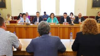 След преговорите: ИТН леко се заяде с БСП, била твърде социална партия