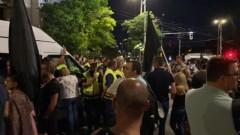"""Напрежение на протеста: Полицията не допуска бус на """"Системата ни убива"""" да премине"""