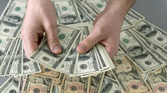 Къде да инвестирате 100 000 долара в момента: Съветът на експертите