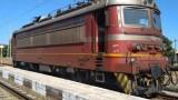 Бързият влак от Бургас за София аварира на гара Твърдица