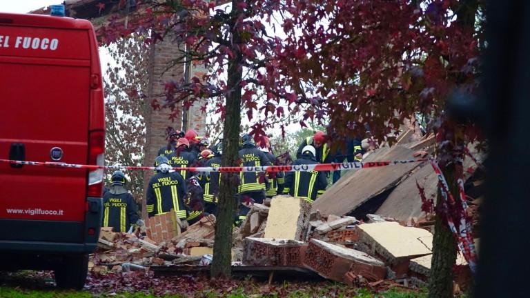 Експлозия уби трима пожарникари в Италия