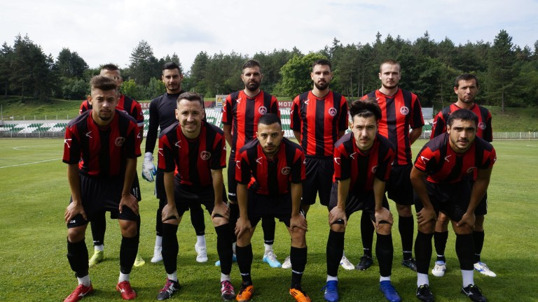 ОФК Локомотив (Мездра) получи като дарение от Българския футболен съюз