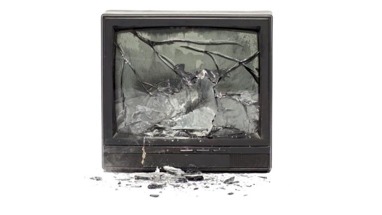 Гневен мъж изхвърли телевизора си през терасата