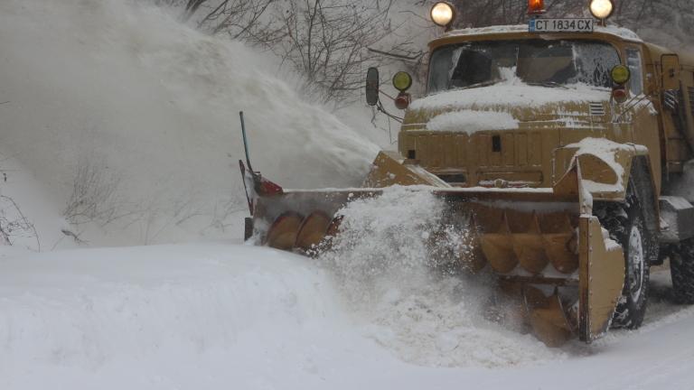 Третокласните пътища в четири области остават напълно затворени