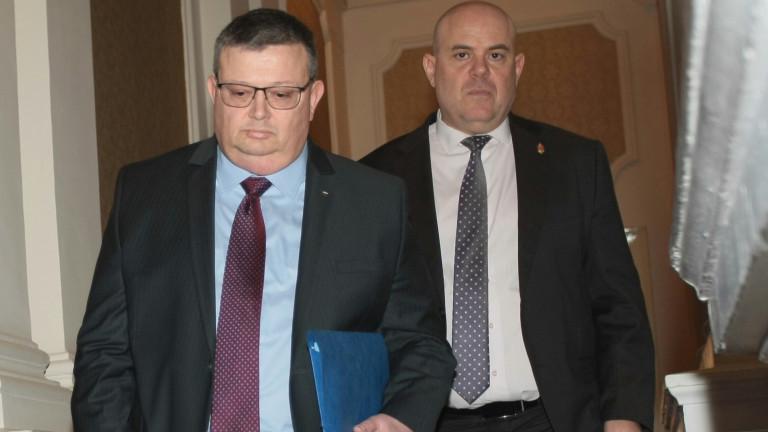 Прокурорската колегия отличи Сотир Цацаров накрая