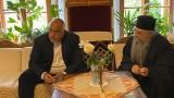 Борисов раздаде милиони за манастири и детски градини