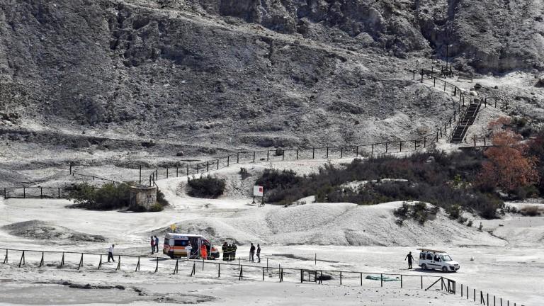 Семейство загина след падане в кратер на вулкан в Италия