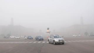 В Индия има толкова непродадени коли, че производителите си взимат отпуск