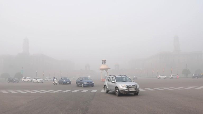 Автосалоните и доставчиците в Индия са затрупани от непродадени автомобили