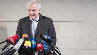 Зеехофер подава оставка като шеф на ХСС и вътрешен министър на Германия