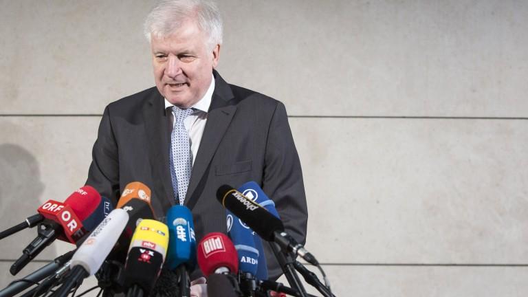 Министърът на вътрешните работи на Германия Хорст Зеехофер смята, че