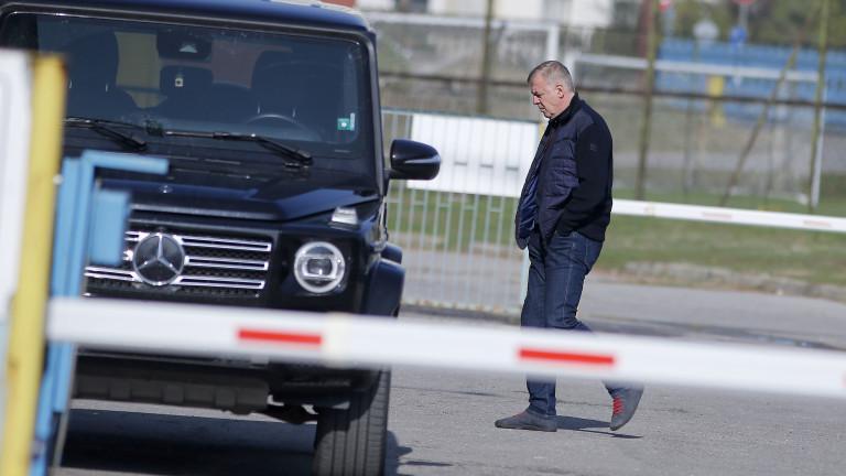Наско Сираков отказа да отговаря на журналистически въпроси след срещата с Диксън
