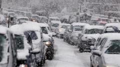 """Снегът затвори """"синя"""" и """"зелена"""" зона в столицата"""