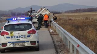 """Движението на АМ """"Струма"""" е ограничено заради катастрофа"""