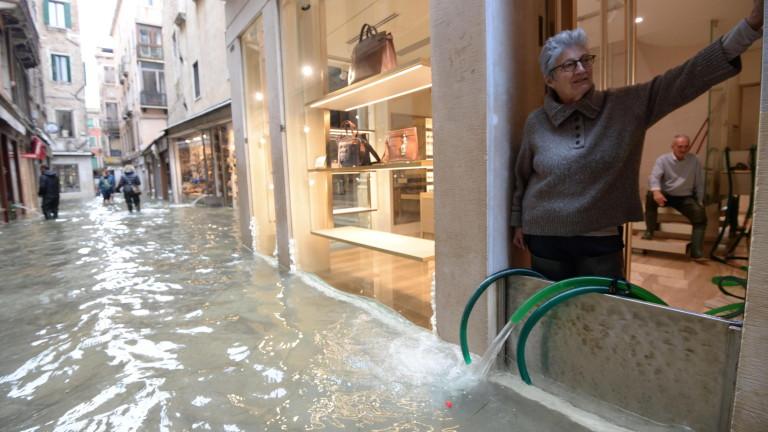 Около 70% от Венеция беше наводнена, след като нивото на